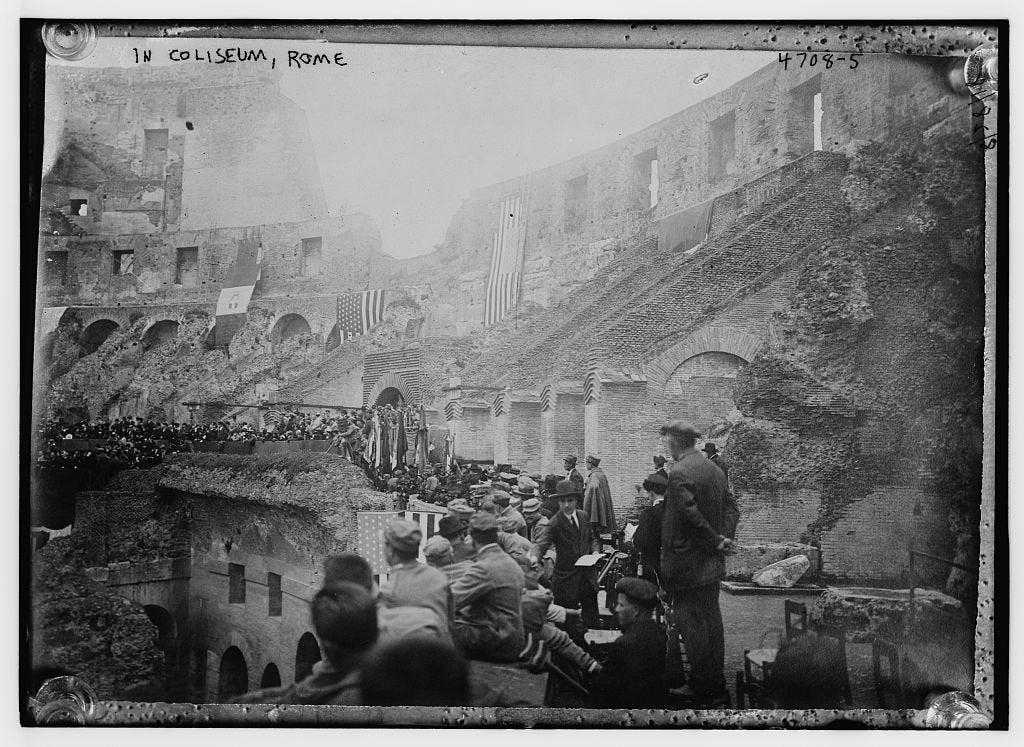 Italians in Rome 1919